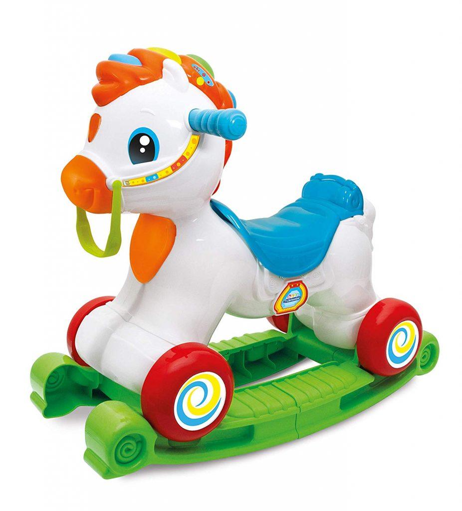 Le cheval à bascule Clementoni fait notamment centre d'activités et porteur bébé.