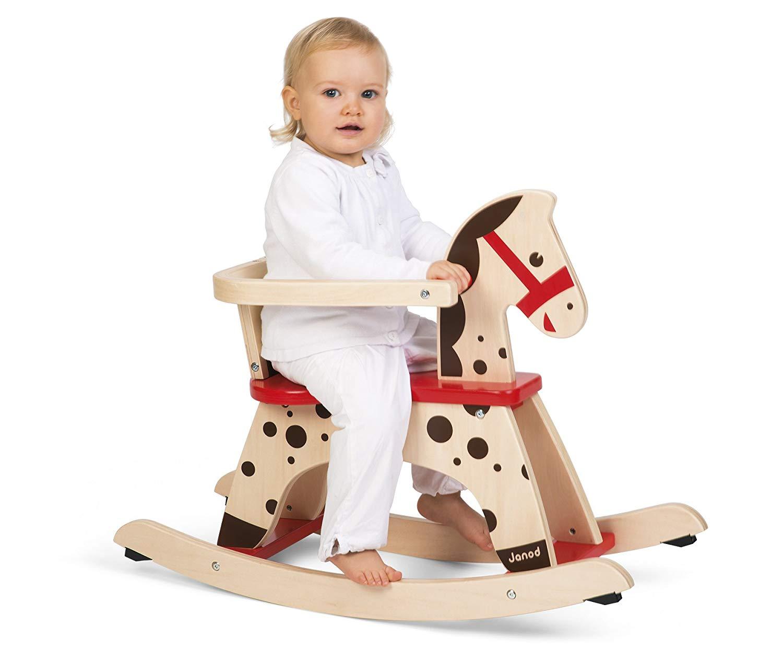 Le cheval à bascule en bois Janod Caramel est sublime et très sécuritaire grâce à son arceau pour maintenir votre bébé.