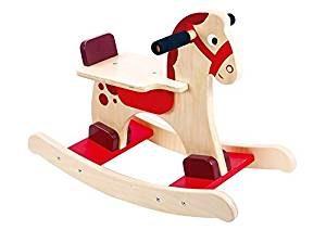 Ce cheval à bascule en bois est peint avec des couleurs vives.