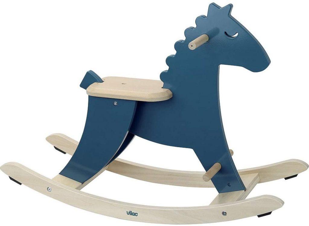 Ce cheval à bascule en bois Vilac est de couleur bleue.