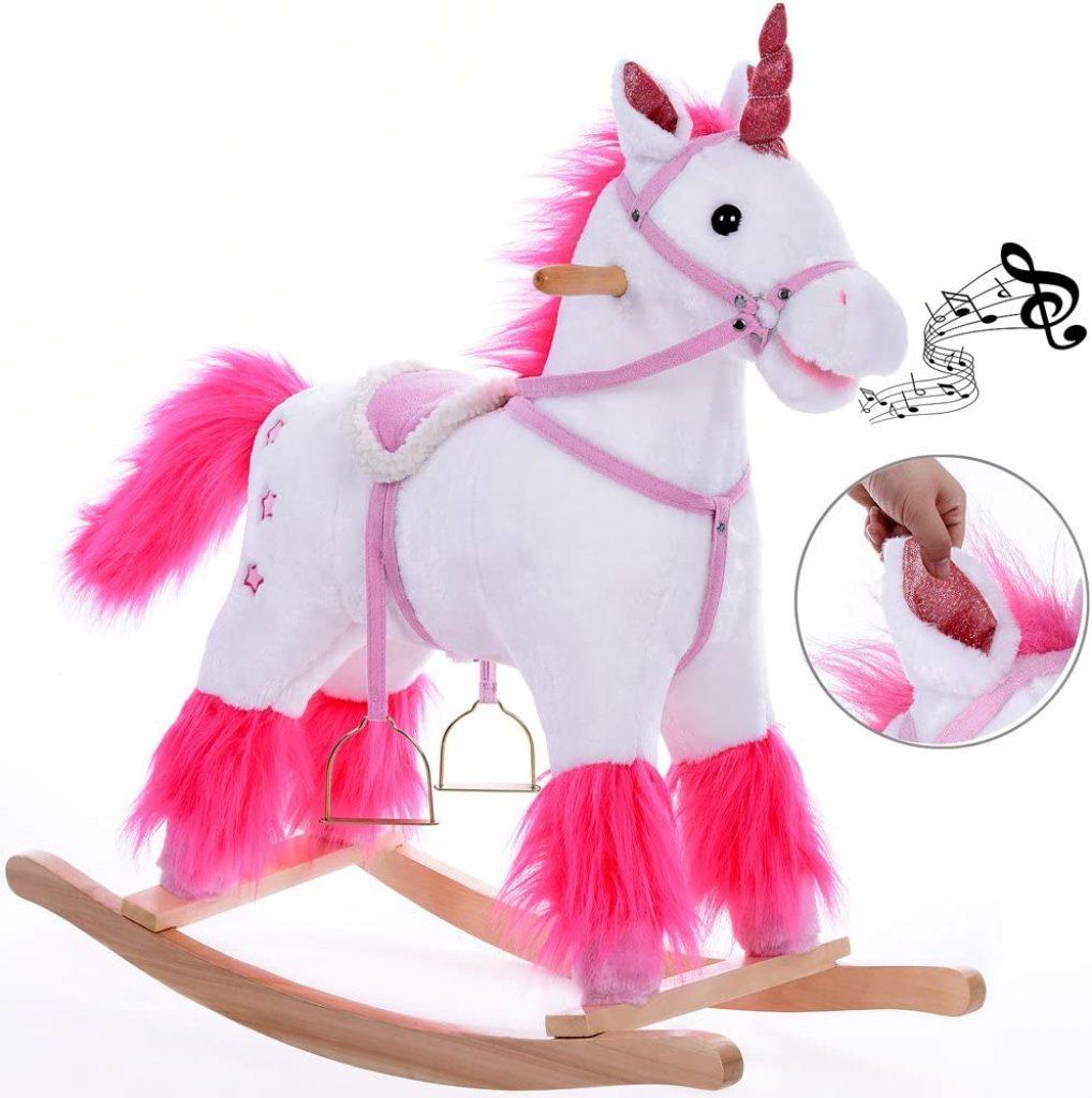 La licorne à bascule Deuba émet de la musique.