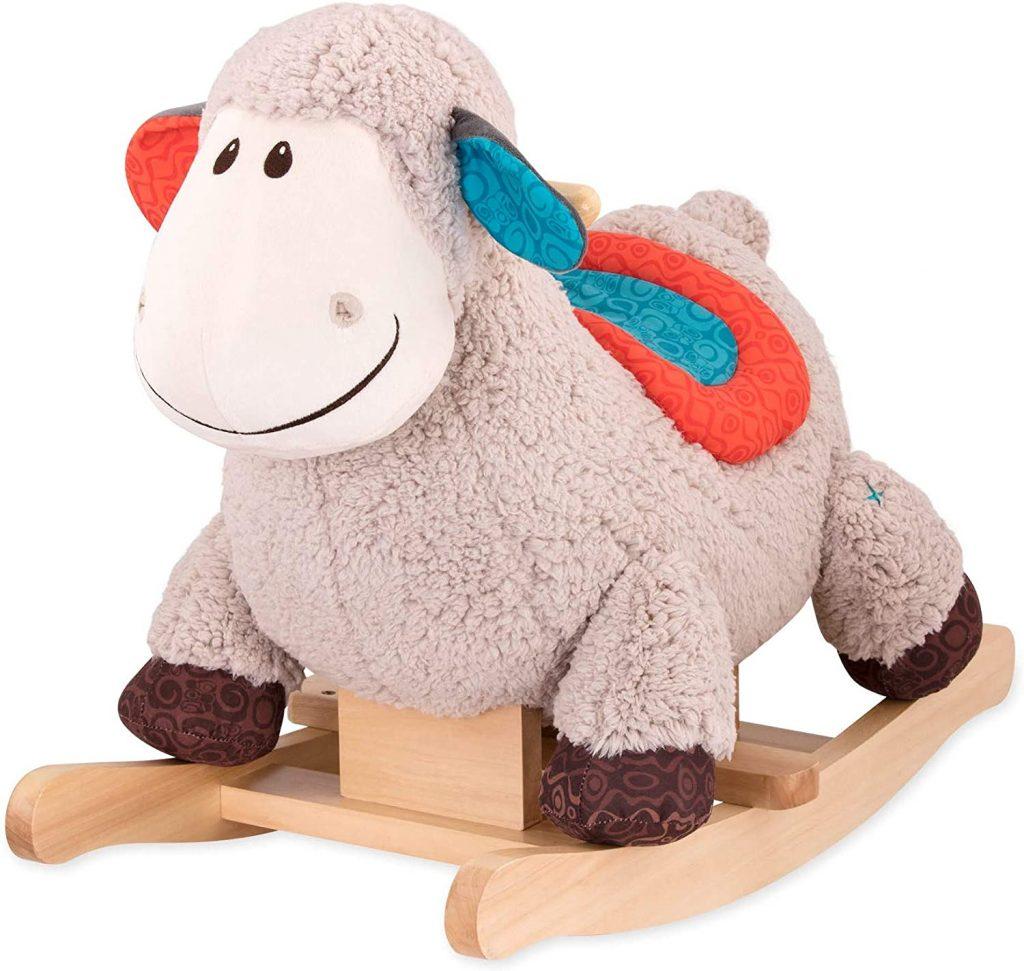 Le mouton à bascule B toys est tout doux.