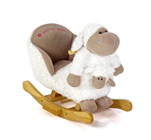 Ce mouton à bascule dispose d'une marionnette dans sa poche avant.